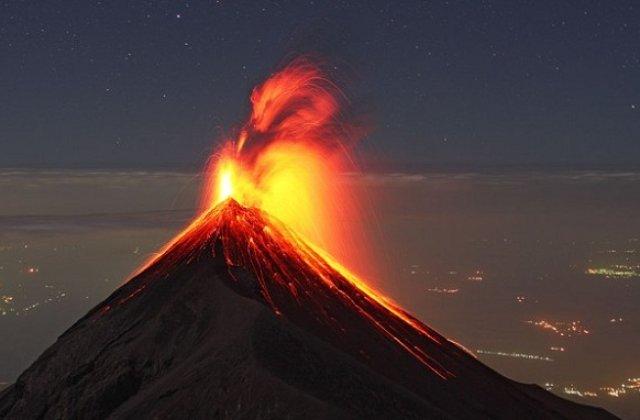 [VIDEO] Eruptie puternica a Vulcanului de Foc din Guatemala