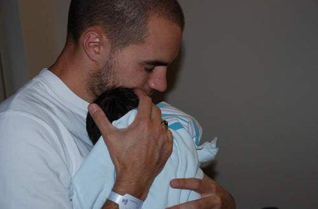Imbratisarea, metoda de alinare a durerii bebelusului