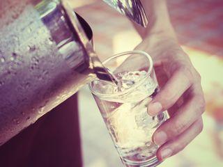 De ce beau multa apa