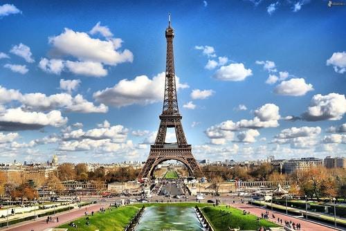 Care este capitala Franței?