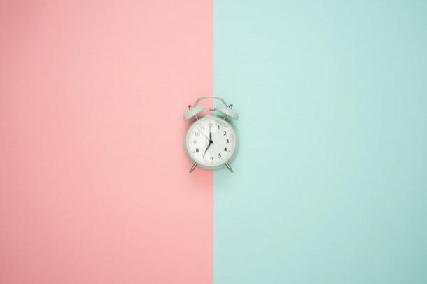 La ce oră te uiți cel mai des la ceas?